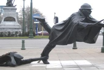 tripping-statue